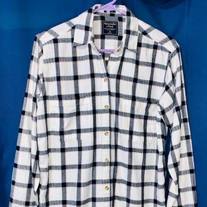 Womens Abercrombie & Fitch Shirt. Plaid. Size XS.